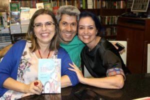 Claudia Lins e os autores Jonas Ribeiro e Simone Cavalcante em SP