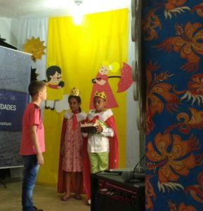 Crianças do 1 ano dramatizaram a história