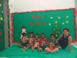 Crianças do Pré 2 Ceim Taira Crulhe no ES recebendo seus primeiros livros