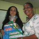 Elaine da Semed participou da entrega de livros
