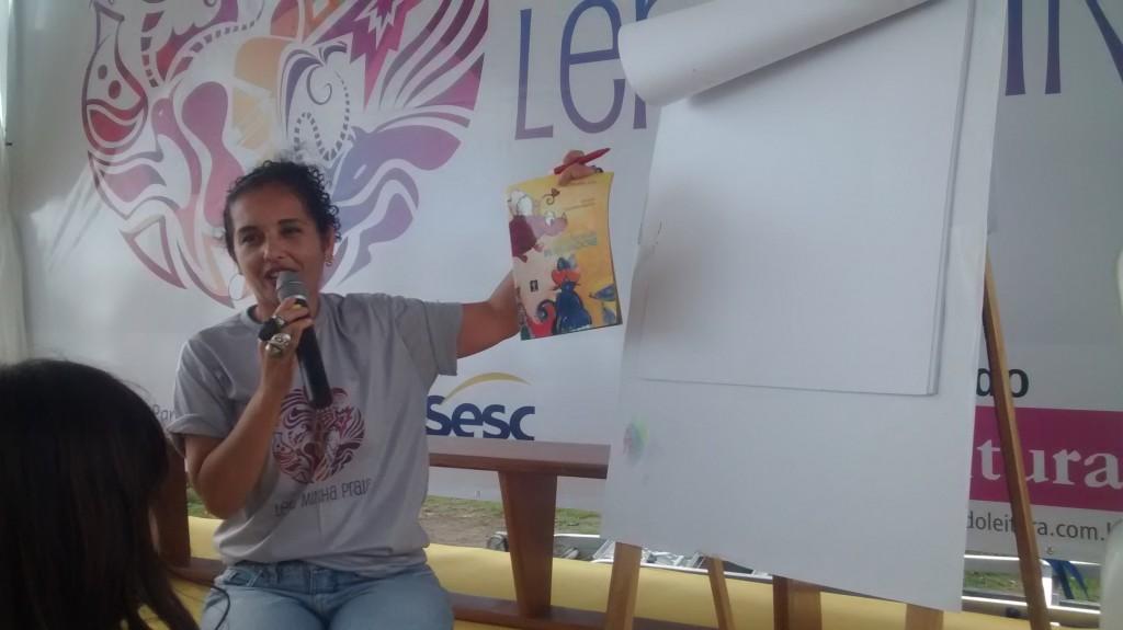 Ddaniela Aguilar apresentou o livro No Reino de Bilinguindone