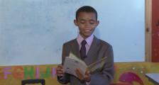 menino_biblioteca2