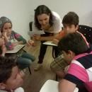 3 equipe criando histórias do castelo