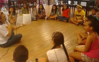 Crianças participaram de bate-papo com autoras, criaram e recontaram histórias em oficina realizada na Livraria Leitura Maceió