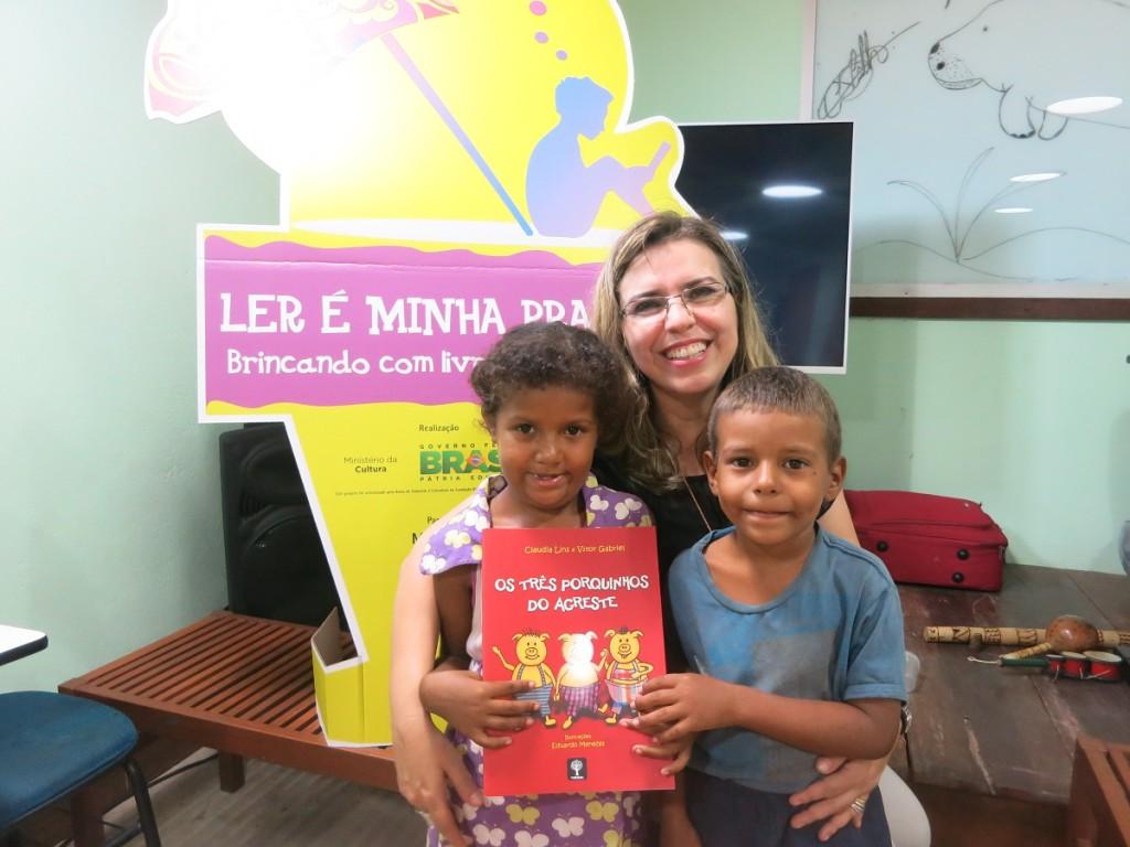 Autora Claudia Lins com os irmãos Eloá e Paulo Ricardo