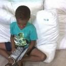 Crianças descobrem livros