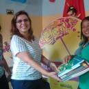 Entrega de kit com livros das autoras Claudia Lins e Simone Cavalcante ao projeto Baú de Leitura