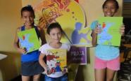 Surfando nos livros, cada criança escolhe o seu preferido para ler