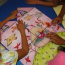 crianças constroem narrativas no jogo do castelo ilustrado
